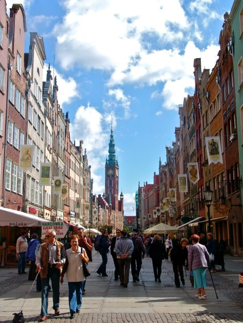 POLAND: Dlugi Targ Street IN Old Gdansk | THEWANDERINGHOUSEWIFE.COM