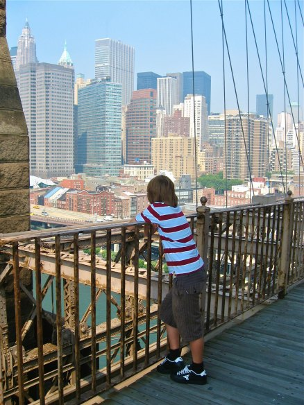 NEW YORK: 9 Themed Days in New York City With Kids - Brooklyn Bridge | TheWanderingHousewife.com
