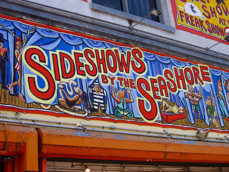 NEW YORK CITY: Coney Island with Kids | THEWANDERINGHOUSEWIFE.COM