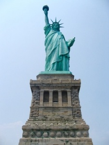 Statue of Liberty with Kids | THEWANDERINGHOUSEWIFE.COM