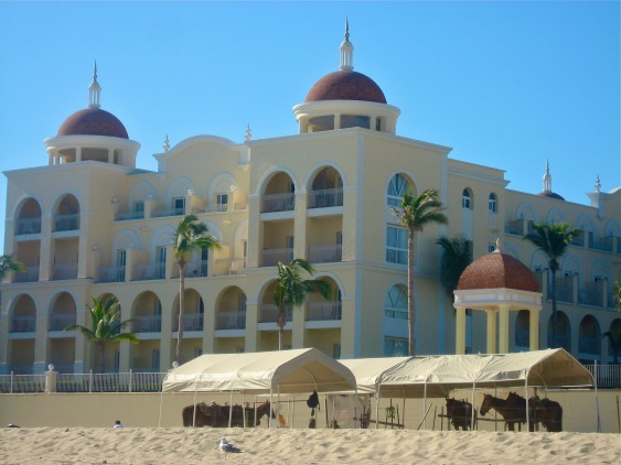 BAJA CALIFORNIA: Cabo San Lucas with Family - Riu Palace | TheWanderingHousewife.com