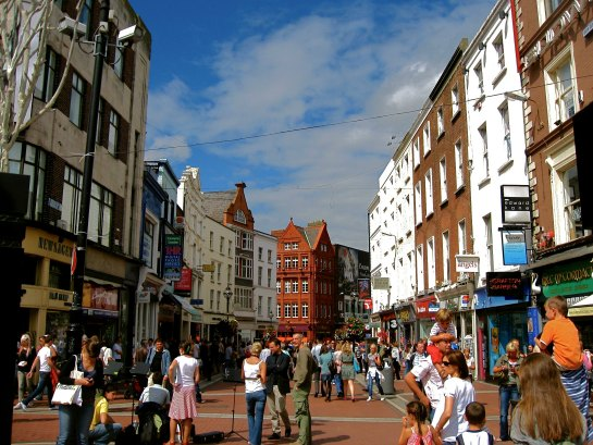 IRELAND: Grafton Street | THEWANDERINGHOUSEWIFE.COM