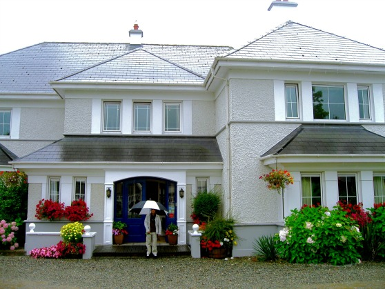 IRELAND: Killarney Lodge Hotel | THEWANDERINGHOUSEWIFE.COM