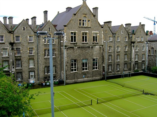 IRELAND: Staying in the Trinity University Dorms | THEWANDERINGHOUSEWIFE.COM