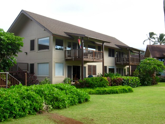 HAWAII: Hanalei Colony Resort, North Shore Kauai | THEWANDERINGHOUSEWIFE.COM