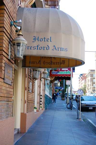 CALIFORNIA: Hotel Bresford Arms in San Francisco | THEWANDERINGHOUSEWIFE.COM