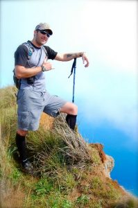 Eric of Hike Kauai With Me - HAWAII: Maui vs Kauai | TheWanderingHousewife.com