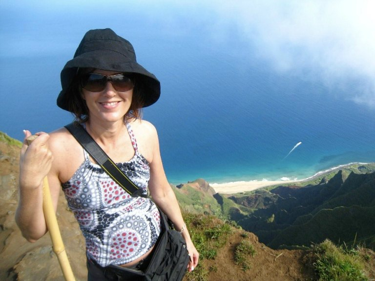 HAWAII: Hiking in Kauai | THEWANDERINGHOUSEWIFE.COM