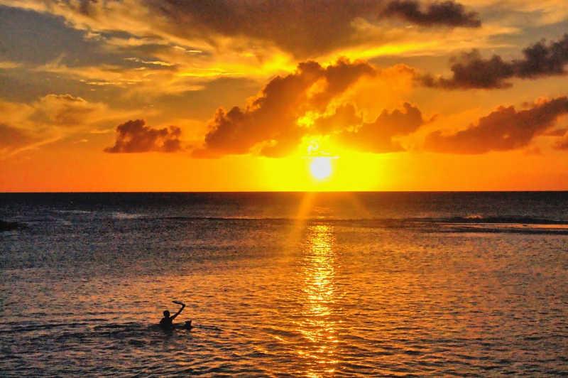 Best Sunset in Kauai | THEWANDERINGHOUSEWIFE.COM