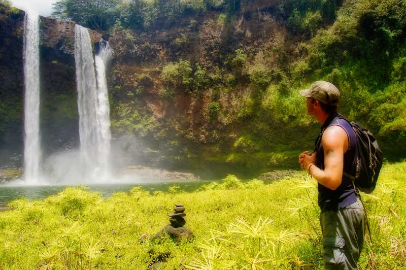 Hike to Wailua Falls in Kauai | THEWANDERINGHOUSEWIFE.COM