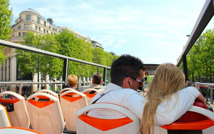 FRANCE: Seeing Paris by Boat or Bus | TheWanderingHousewife.com