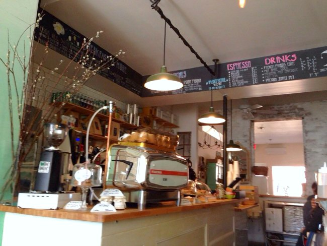 Lunitas—5 Places to Get the Best Brunch in Brooklyn | TheWanderingHousewife.com